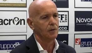 """Pulmino della Rimini calcio fermato da sconosciuti che hanno """"invitato"""" l'autista a togliere loghi Grabo."""