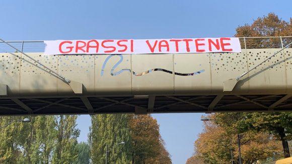 Rimini, Striscioni contro Grassi.