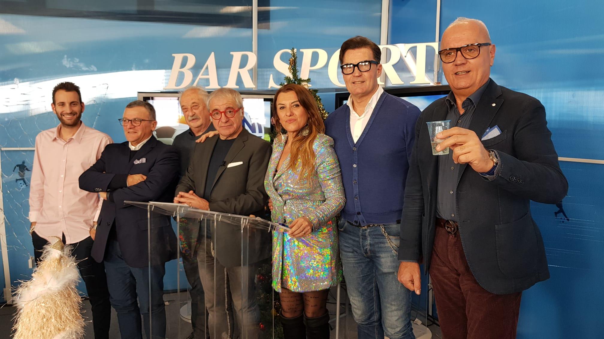 "Questa sera ore 20.30, canale 74 segui ""Bar Sport""."