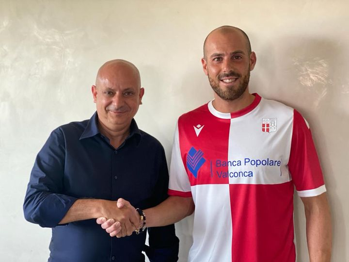 Simone Tonelli è un giocatore del Rimini.